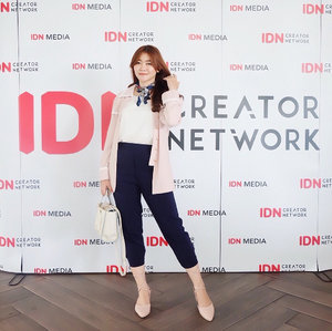 #throwingback to @idn.creatornetwork roadshow gathering in Bandung 💗 It's surely one of my most memorable moment so far, cause I have a chance to gather with all these creative yet inspiring creators ✨  Well, as you may know, I'm originally not a Bandung citizen but already stay here for a quite long time. And I'm proudly say that it was the best decision I've made, because this city continuously makes me fall in love day by day. The food, ambiance, people, scenery, culture, everything. I've experiences and learnt so much things in here which I truly grateful for that. So it's kinda sad to counting the days for me to leave this city, soon as I finished my study 🌃🏞 Well people might go, but memories will stay forever. Gotta keep the journey in my heart and will always proud to call myself as a part of @bandungbeautyblogger 🙇🏻‍♀️ . . . . . . . . #clozetteid #ootd #ulzzang #ootdasian #fashion #beauty #makeup #whatiwore #stylehaul #instafashion #lookbookindonesia #tampilcantik #fashioninspiration #beautybloggerindonesia #selfpotrait #fashiongram #stylediaries #beautybloggers #indonesiabeautyblogger #makeupaddict #fashionpeople #fashionvibes #beautyinfluencer #얼짱 #일상 #데일리룩 #셀스타그램 #셀카