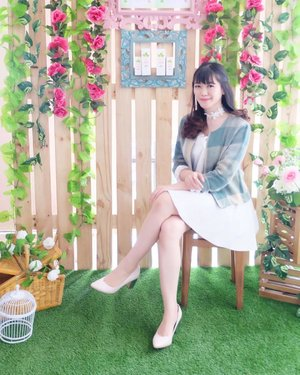 Wearing green themed outfit to blend with the background 💚💛 Don't you think the decoration looks so pretty? 🌿 #BentonGreenBox #Benton #BentonInstaEvent @bentoncosmetics . . . . . . . . #selfportrait #ulzzang #clozetteid #ootd #beautyblogger #fashionpeople #blogger #beautyenthusiast #makeupjunkie #styleblogger #bestoftheday #beautyinfluencer #indonesianblogger #l4l #photooftheday #beauty #makeup #fashion #styleinspiration  #asiangirl #instastyle #beautyjunkie #얼짱 #일상 #데일리룩 #셀스타그램 #셀카