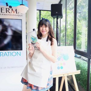 Channeling my inner arty side on previous @bioderma_indonesia #LastingHydration event 🎨✨ We had so much fun doing our own Water Bottle Painting! Thank you @ganaraartspace 👩🏻🎨 . . . . . #clozetteid #ootd #selfportrait #ulzzang  #bioderma #biodermaindonesia #beautyblogger #beautyenthusiast #makeupjunkie #bestoftheday #skincare #indonesianbeautyblogger #styleblogger #whatiweartoday #lookbook #bestoftheday #beautybloggerid #beautyguru #l4l #likesforlikes  #makeup #asiangirl #instastyle #bloggerevent #얼짱 #일상 #데일리룩 #셀스타그램 #셀카 #beautyinfluencer