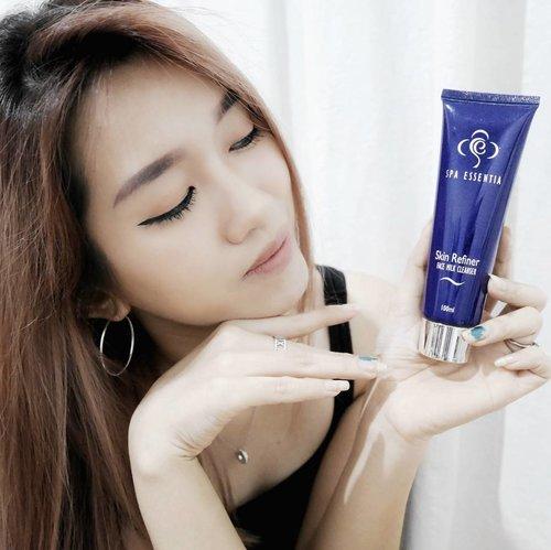 "<div class=""photoCaption"">Hello girls! Pada kemana hari ini? Sudah pakai skin care donk paatinya sebelum kemana-mana?Skin care apa yang biasanya kamu pake?Sekalian kenalin rangkaian skin care dari @spaessentiajakarta ❤Merawat diri dirumah serasa merawat diri ke salon loh! 😍😍😍😍😍Oh Iya, bahan-bahan yg digunakan juga alami! Makanya aku suka~Apa lagi yg suka makeup nih, ada penyelamat dari Skin Refiner Face Milk Cleanser (yg ada di foto) yg bisa membersihkan wajah sampai bersih banget!Yukk baca rangkaian selengkapnya di blogku ya![LINK on my bio] <a class=""pink-url"" target=""_blank"" href=""http://m.clozette.co.id/search/query?term=SpaEssentiaJakarta&siteseach=Submit"">#SpaEssentiaJakarta</a>  <a class=""pink-url"" target=""_blank"" href=""http://m.clozette.co.id/search/query?term=SpaEssentiaxClozetteIDReview&siteseach=Submit"">#SpaEssentiaxClozetteIDReview</a>  <a class=""pink-url"" target=""_blank"" href=""http://m.clozette.co.id/search/query?term=ClozetteIDReview&siteseach=Submit"">#ClozetteIDReview</a>  <a class=""pink-url"" target=""_blank"" href=""http://m.clozette.co.id/search/query?term=ClozetteID&siteseach=Submit"">#ClozetteID</a></div>"