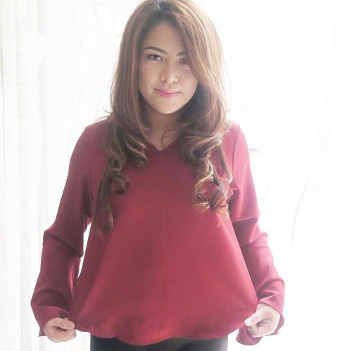 "<div class=""photoCaption"">Maroon Maiko Top by @mbymischa ❤️<br /> .<br />  <a class=""pink-url"" target=""_blank"" href=""http://m.clozette.co.id/search/query?term=rekomendasiminda&siteseach=Submit"">#rekomendasiminda</a>  <a class=""pink-url"" target=""_blank"" href=""http://m.clozette.co.id/search/query?term=clozetteid&siteseach=Submit"">#clozetteid</a></div>"