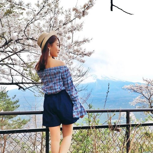 "<div class=""photoCaption"">White sakura & a covered  <a class=""pink-url"" target=""_blank"" href=""http://m.id.clozette.co/search/query?term=mountfuji&siteseach=Submit"">#mountfuji</a> 🌸🗻. My pretty plaid off shoulder top is from @laubimall  <a class=""pink-url"" target=""_blank"" href=""http://m.id.clozette.co/search/query?term=ootd&siteseach=Submit"">#ootd</a>  <a class=""pink-url"" target=""_blank"" href=""http://m.id.clozette.co/search/query?term=verenleeinJapan&siteseach=Submit"">#verenleeinJapan</a></div>"