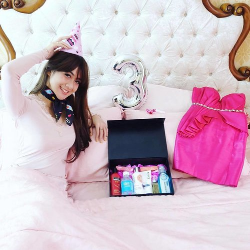 "<div class=""photoCaption"">Happy 3rd birthday, @clozetteid!! Keep bold and glamour 💖 thanks for this happiness box tho 🎁 xoxo<br /> @tresemmeid @wardahbeauty @ionessence @sensodyneIndonesia  <a class=""pink-url"" target=""_blank"" href=""http://m.id.clozette.co/search/query?term=ClozetteID&siteseach=Submit"">#ClozetteID</a>  <a class=""pink-url"" target=""_blank"" href=""http://m.id.clozette.co/search/query?term=ClozetteDiversi3&siteseach=Submit"">#ClozetteDiversi3</a>  <a class=""pink-url"" target=""_blank"" href=""http://m.id.clozette.co/search/query?term=RunwayReadyHair&siteseach=Submit"">#RunwayReadyHair</a>  <a class=""pink-url"" target=""_blank"" href=""http://m.id.clozette.co/search/query?term=Ionessence&siteseach=Submit"">#Ionessence</a>  <a class=""pink-url"" target=""_blank"" href=""http://m.id.clozette.co/search/query?term=ColorMeUp&siteseach=Submit"">#ColorMeUp</a>  <a class=""pink-url"" target=""_blank"" href=""http://m.id.clozette.co/search/query?term=DoveIDN&siteseach=Submit"">#DoveIDN</a>  <a class=""pink-url"" target=""_blank"" href=""http://m.id.clozette.co/search/query?term=SensodyneID&siteseach=Submit"">#SensodyneID</a></div>"