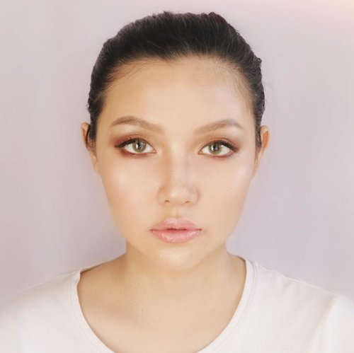 """<div class=""""photoCaption"""">What should i name this simple look? (as you guys requested 😉)<br /> comment below 👇👇<br /> .<br /> .<br /> .<br /> .<br /> .<br /> 🧡 PRODUCT USED 🧡<br /> 📍 @marcbeauty Perfecting Coconut Face Primer<br /> 📍 @marcbeauty Genius Gel Foundation<br /> 📍 @marcbeauty Eyeconic Palette Scandalust 740<br /> 📍@marcbeauty Highlighter Gel Crayon - Blacquer<br /> 📍 @marcbeauty highlighter Matte Gel eye crayon - Fine (Wine)<br /> 📍 @marcbeauty Le Marc Lip Creme - 246 Slow Burn<br /> 📍 @marcbeauty hi shine gloss - 312 Sugar Sugar<br /> 📍 @marcbeauty velvet noir Volume mascara<br /> .<br /> .<br /> .<br /> .<br /> .<br /> .<br /> .<br />  <a class=""""pink-url"""" target=""""_blank"""" href=""""http://m.id.clozette.co/search/query?term=motd&siteseach=Submit"""">#motd</a>  <a class=""""pink-url"""" target=""""_blank"""" href=""""http://m.id.clozette.co/search/query?term=lykeofficial&siteseach=Submit"""">#lykeofficial</a>  <a class=""""pink-url"""" target=""""_blank"""" href=""""http://m.id.clozette.co/search/query?term=clozetteid&siteseach=Submit"""">#clozetteid</a>  <a class=""""pink-url"""" target=""""_blank"""" href=""""http://m.id.clozette.co/search/query?term=clozetteambassador&siteseach=Submit"""">#clozetteambassador</a>  <a class=""""pink-url"""" target=""""_blank"""" href=""""http://m.id.clozette.co/search/query?term=lykeambassador&siteseach=Submit"""">#lykeambassador</a>  <a class=""""pink-url"""" target=""""_blank"""" href=""""http://m.id.clozette.co/search/query?term=charisceleb&siteseach=Submit"""">#charisceleb</a> <br />  <a class=""""pink-url"""" target=""""_blank"""" href=""""http://m.id.clozette.co/search/query?term=beauty&siteseach=Submit"""">#beauty</a>  <a class=""""pink-url"""" target=""""_blank"""" href=""""http://m.id.clozette.co/search/query?term=instagood&siteseach=Submit"""">#instagood</a>  <a class=""""pink-url"""" target=""""_blank"""" href=""""http://m.id.clozette.co/search/query?term=makeup&siteseach=Submit"""">#makeup</a>  <a class=""""pink-url"""" target=""""_blank"""" href=""""http://m.id.clozette.co/search/query?term=me&siteseach=Submit"""">#me</a>  <a class=""""pink-url"""" target=""""_blank"""" href=""""http://m.i"""
