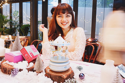 """<div class=""""photoCaption"""">End year dinner with @eminacosmetics . Super cutee decoration 💕❤️🦄!! See yaa in next year @eminacosmetics can't wait to see new product  <a class=""""pink-url"""" target=""""_blank"""" href=""""http://m.clozette.co.id/search/query?term=eminacosmetics&siteseach=Submit"""">#eminacosmetics</a>  <a class=""""pink-url"""" target=""""_blank"""" href=""""http://m.clozette.co.id/search/query?term=clozette&siteseach=Submit"""">#clozette</a>  <a class=""""pink-url"""" target=""""_blank"""" href=""""http://m.clozette.co.id/search/query?term=clozetteid&siteseach=Submit"""">#clozetteid</a></div>"""