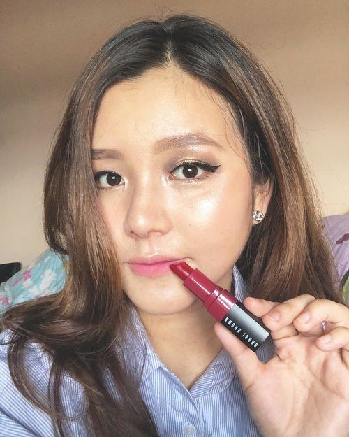 "<div class=""photoCaption"">Hi long time no selfie🙉 I have been obsessed with ombré lips 👄 and one of my favorite products is @bobbibrownid crushed lip color on shade ""grenadine"".The nourishing lipsticks feel nice and are very, very comfortable!! You can use this lipstick from day(ombre or just tap) to night(full lips) makeup look!!... <a class=""pink-url"" target=""_blank"" href=""http://m.clozette.co.id/search/query?term=bobbibrownXfannyblackrose&siteseach=Submit"">#bobbibrownXfannyblackrose</a>  <a class=""pink-url"" target=""_blank"" href=""http://m.clozette.co.id/search/query?term=aphroditesXbobbibrown&siteseach=Submit"">#aphroditesXbobbibrown</a>  <a class=""pink-url"" target=""_blank"" href=""http://m.clozette.co.id/search/query?term=bobbibrownid&siteseach=Submit"">#bobbibrownid</a>  <a class=""pink-url"" target=""_blank"" href=""http://m.clozette.co.id/search/query?term=clozetteid&siteseach=Submit"">#clozetteid</a>  <a class=""pink-url"" target=""_blank"" href=""http://m.clozette.co.id/search/query?term=sbybeautyblogger&siteseach=Submit"">#sbybeautyblogger</a></div>"