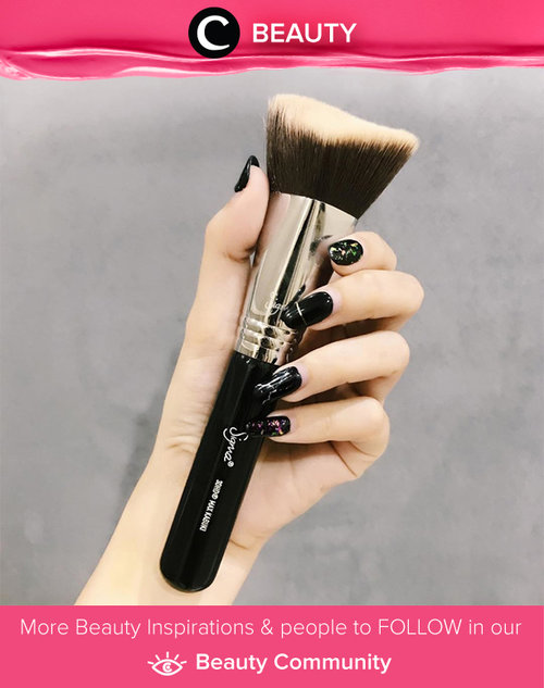 "<div class=""photoCaption"">Brancy's current favourite brush - 3DHD Max Kabuki brush from Sigma. Simak Beauty Updates ala clozetters lainnya hari ini di Beauty Community. Image shared by Clozette Ambassador @brancyflorencia. Yuk, share beauty product andalan kamu.</div>"
