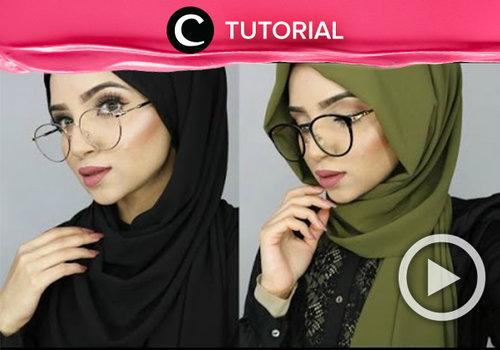 """<div class=""""photoCaption"""">Pengguna kacamata dan berhijab? Agar kacamatamu cocok dengan gaya hijab dan bentuk wajahmu, yuk cek video berikut ini <a href=""""http://bit.ly/2wXTIqF"""" class=""""pink-url""""  target=""""_blank""""  rel=""""nofollow"""" title=""""http://bit.ly/2wXTIqF"""">http://bit.ly/2wXTIqF</a>. Video ini di-share kembali oleh Clozetter: @aquagurl. Cek Tutorial Updates lainnya pada Tutorial Section.</div>"""