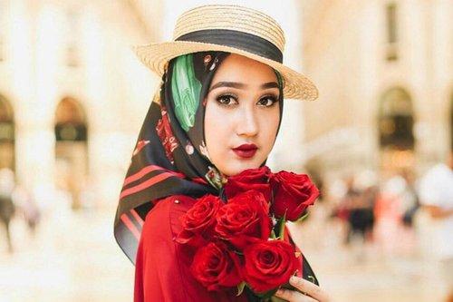 "<div class=""photoCaption"">Begini Street Style Hijab Dian Pelangi Saat di New York </div>"