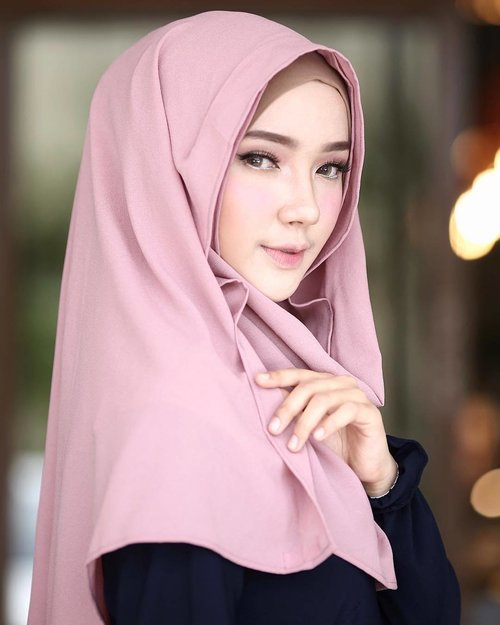 """<div class=""""photoCaption"""">Alhamdulillah for everything :') ☺️🌸✨...... <a class=""""pink-url"""" target=""""_blank"""" href=""""http://m.id.clozette.co/search/query?term=clozette&siteseach=Submit"""">#clozette</a>  <a class=""""pink-url"""" target=""""_blank"""" href=""""http://m.id.clozette.co/search/query?term=clozetteid&siteseach=Submit"""">#clozetteid</a>  <a class=""""pink-url"""" target=""""_blank"""" href=""""http://m.id.clozette.co/search/query?term=hijab&siteseach=Submit"""">#hijab</a>  <a class=""""pink-url"""" target=""""_blank"""" href=""""http://m.id.clozette.co/search/query?term=hijabstyle&siteseach=Submit"""">#hijabstyle</a>  <a class=""""pink-url"""" target=""""_blank"""" href=""""http://m.id.clozette.co/search/query?term=hijabfashion&siteseach=Submit"""">#hijabfashion</a>  <a class=""""pink-url"""" target=""""_blank"""" href=""""http://m.id.clozette.co/search/query?term=fashion&siteseach=Submit"""">#fashion</a>  <a class=""""pink-url"""" target=""""_blank"""" href=""""http://m.id.clozette.co/search/query?term=ayuindriati&siteseach=Submit"""">#ayuindriati</a></div>"""
