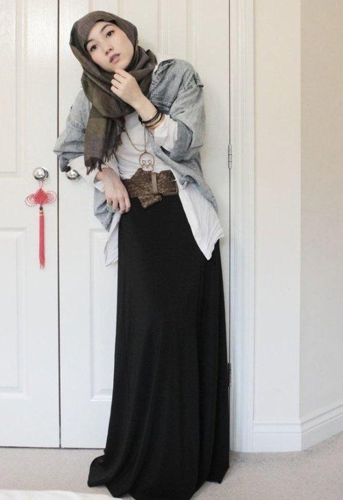 """<div class=""""photoCaption"""">hijab inspiration from abayahijabs.com</div>"""