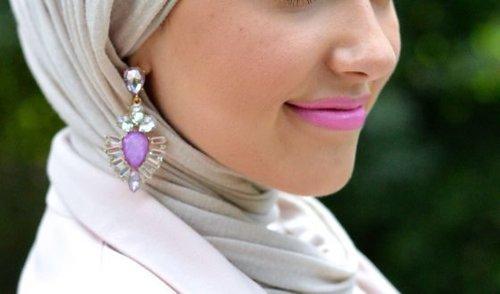 "<div class=""photoCaption"">Best Way to Wear Earring with Hijab - Girls Hijab Style & Hijab Fashion Ideas</div>"