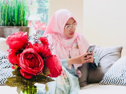 """<div class=""""photoCaption"""">When someone you love becomes a memory, that memory becomes a treasure. My hp is my box of treasure, where i keep full of pics and videos of us. I always miss you my sweetheart 😘😘😘😘  <a class=""""pink-url"""" target=""""_blank"""" href=""""http://m.clozette.co.id/search/query?term=quotelife&siteseach=Submit"""">#quotelife</a>  <a class=""""pink-url"""" target=""""_blank"""" href=""""http://m.clozette.co.id/search/query?term=clozetteid&siteseach=Submit"""">#clozetteid</a>  <a class=""""pink-url"""" target=""""_blank"""" href=""""http://m.clozette.co.id/search/query?term=ashleyhotel&siteseach=Submit"""">#ashleyhotel</a>  <a class=""""pink-url"""" target=""""_blank"""" href=""""http://m.clozette.co.id/search/query?term=bloggerstyle&siteseach=Submit"""">#bloggerstyle</a>   <a class=""""pink-url"""" target=""""_blank"""" href=""""http://m.clozette.co.id/search/query?term=bloggerlife&siteseach=Submit"""">#bloggerlife</a>  <a class=""""pink-url"""" target=""""_blank"""" href=""""http://m.clozette.co.id/search/query?term=hijabblogger&siteseach=Submit"""">#hijabblogger</a>  <a class=""""pink-url"""" target=""""_blank"""" href=""""http://m.clozette.co.id/search/query?term=indonesianbeautyblogger&siteseach=Submit"""">#indonesianbeautyblogger</a></div>"""