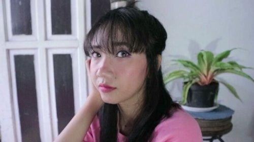 "<div class=""photoCaption"">Hai Girls... Do u want have a Pinky Korean Look?? Hehehe... aku baru aja ngepost makeup tutorial hasil keisenganku di youtube.Aku pake produk apa aja sih buat makeup ini? Silahkan cek youtube aku, link nya ada di bio yaaa... <a class=""pink-url"" target=""_blank"" href=""http://m.clozette.co.id/search/query?term=clozetteid&siteseach=Submit"">#clozetteid</a>  <a class=""pink-url"" target=""_blank"" href=""http://m.clozette.co.id/search/query?term=makeuptutorial&siteseach=Submit"">#makeuptutorial</a>  <a class=""pink-url"" target=""_blank"" href=""http://m.clozette.co.id/search/query?term=koreanskincare&siteseach=Submit"">#koreanskincare</a>  <a class=""pink-url"" target=""_blank"" href=""http://m.clozette.co.id/search/query?term=koreanmakeuptutorial&siteseach=Submit"">#koreanmakeuptutorial</a>  <a class=""pink-url"" target=""_blank"" href=""http://m.clozette.co.id/search/query?term=jakartabeautyblogger&siteseach=Submit"">#jakartabeautyblogger</a>  <a class=""pink-url"" target=""_blank"" href=""http://m.clozette.co.id/search/query?term=indonesiabeautyblogger&siteseach=Submit"">#indonesiabeautyblogger</a></div>"