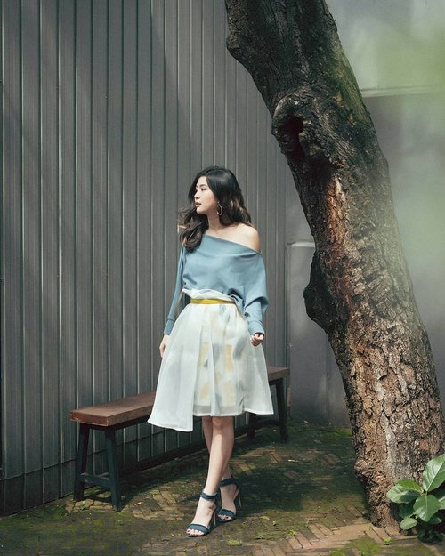 """<div class=""""photoCaption"""">First timer wearing something organza in a comfiest way 🤷♀️🤷♀️<br /> @avgal_collection @ananyanara_byameliakartikasari <br />  <a class=""""pink-url"""" target=""""_blank"""" href=""""http://m.id.clozette.co/search/query?term=clozetteid&siteseach=Submit"""">#clozetteid</a>  <a class=""""pink-url"""" target=""""_blank"""" href=""""http://m.id.clozette.co/search/query?term=ananyanarabatik&siteseach=Submit"""">#ananyanarabatik</a>  <a class=""""pink-url"""" target=""""_blank"""" href=""""http://m.id.clozette.co/search/query?term=avgaldressup&siteseach=Submit"""">#avgaldressup</a>  <a class=""""pink-url"""" target=""""_blank"""" href=""""http://m.id.clozette.co/search/query?term=cgstreetstyle&siteseach=Submit"""">#cgstreetstyle</a>  <a class=""""pink-url"""" target=""""_blank"""" href=""""http://m.id.clozette.co/search/query?term=looksootd&siteseach=Submit"""">#looksootd</a>  <a class=""""pink-url"""" target=""""_blank"""" href=""""http://m.id.clozette.co/search/query?term=lookbookindonesia&siteseach=Submit"""">#lookbookindonesia</a>  <a class=""""pink-url"""" target=""""_blank"""" href=""""http://m.id.clozette.co/search/query?term=ggrepstyle&siteseach=Submit"""">#ggrepstyle</a></div>"""