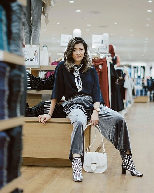 """<div class=""""photoCaption"""">@uniqloindonesia will be open for public at @pakuwonmallsby Tomorrow, Sept 15, 2017!!<br /> Having a fun store tour and styling today 💃💃💃<br /> PS: Uniqlo Pakuwon Mall Surabaya pualing lengkap! Beberapa koleksi cuma ada di store ini, seperti Fluffy Fleece Jacket, Maternity pieces, Velvet bluse, Kids collection, and UT seasonal Tee, buruann serbuuu!!! 😎😎<br />  <a class=""""pink-url"""" target=""""_blank"""" href=""""http://m.id.clozette.co/search/query?term=fromTokyotoSurabaya&siteseach=Submit"""">#fromTokyotoSurabaya</a>  <a class=""""pink-url"""" target=""""_blank"""" href=""""http://m.id.clozette.co/search/query?term=UniqloIndonesia&siteseach=Submit"""">#UniqloIndonesia</a>  <a class=""""pink-url"""" target=""""_blank"""" href=""""http://m.id.clozette.co/search/query?term=UniqloLifeWear&siteseach=Submit"""">#UniqloLifeWear</a>  <a class=""""pink-url"""" target=""""_blank"""" href=""""http://m.id.clozette.co/search/query?term=clozetteid&siteseach=Submit"""">#clozetteid</a>  <a class=""""pink-url"""" target=""""_blank"""" href=""""http://m.id.clozette.co/search/query?term=lykeambassador&siteseach=Submit"""">#lykeambassador</a></div>"""