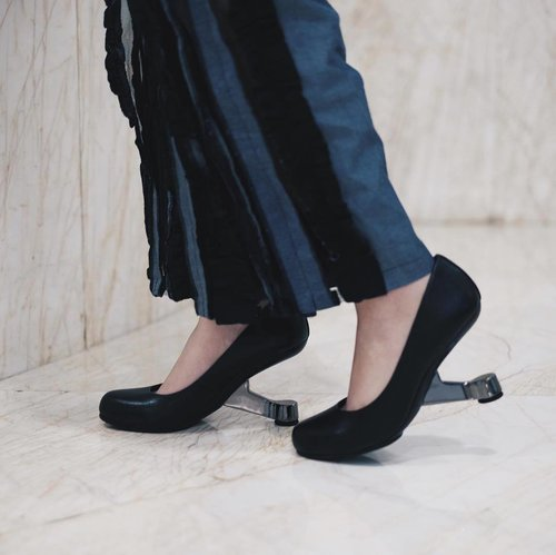 "<div class=""photoCaption"">soon to be my favorite, akan selalu pake heels nih sepertinya hihi  <a class=""pink-url"" target=""_blank"" href=""http://m.clozette.co.id/search/query?term=mulaicentil&siteseach=Submit"">#mulaicentil</a> 😋  <a class=""pink-url"" target=""_blank"" href=""http://m.clozette.co.id/search/query?term=clozetteid&siteseach=Submit"">#clozetteid</a>  <a class=""pink-url"" target=""_blank"" href=""http://m.clozette.co.id/search/query?term=clozetteXunitednudereview&siteseach=Submit"">#clozetteXunitednudereview</a> @clozetteid @unitednude</div>"