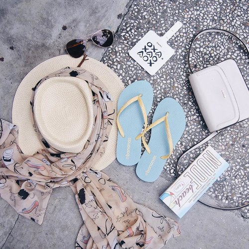 "<div class=""photoCaption"">Holiday essentials! 🏝⛱✨ Slippers from @bananasslipper is the most essential of all 🏖<br /> For your information,  <a class=""pink-url"" target=""_blank"" href=""http://m.id.clozette.co/search/query?term=bananasslipper&siteseach=Submit"">#bananasslipper</a> will be on the @headquartersmarket tomorrow 'till this Sunday! 🙈<br />  <a class=""pink-url"" target=""_blank"" href=""http://m.id.clozette.co/search/query?term=clozetteid&siteseach=Submit"">#clozetteid</a>  <a class=""pink-url"" target=""_blank"" href=""http://m.id.clozette.co/search/query?term=holidayessentials&siteseach=Submit"">#holidayessentials</a></div>"