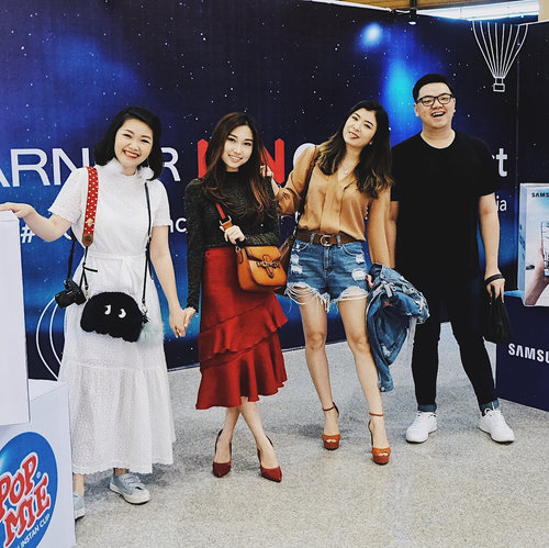 "<div class=""photoCaption"">Yesterday's fun visiting Garnier @idn.creativefest at @galaxymallsby 🤪🤟🏻✨ Swipe for the cute photobooth at @garnierindonesia booth 💖🛍_____ <a class=""pink-url"" target=""_blank"" href=""http://m.clozette.co.id/search/query?term=clozetteid&siteseach=Submit"">#clozetteid</a>  <a class=""pink-url"" target=""_blank"" href=""http://m.clozette.co.id/search/query?term=styleblogger&siteseach=Submit"">#styleblogger</a>  <a class=""pink-url"" target=""_blank"" href=""http://m.clozette.co.id/search/query?term=GarnierIDNCreativeFest&siteseach=Submit"">#GarnierIDNCreativeFest</a>  <a class=""pink-url"" target=""_blank"" href=""http://m.clozette.co.id/search/query?term=MyNo1Inspiration&siteseach=Submit"">#MyNo1Inspiration</a></div>"