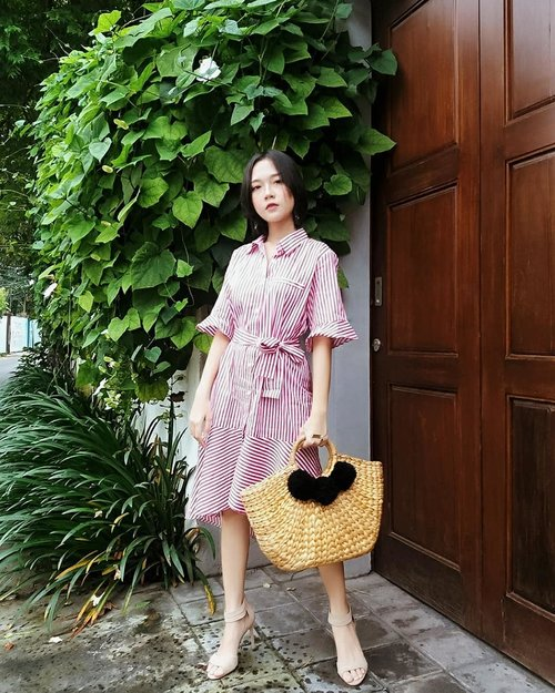 """<div class=""""photoCaption"""">l often get questions about defining my own style. 'Class/Elegance' is usually the first word that comes to my mind.That's my main goal with most of my outfits.👗@callie.cotton  <a class=""""pink-url"""" target=""""_blank"""" href=""""http://m.id.clozette.co/search/query?term=collabwithchen&siteseach=Submit"""">#collabwithchen</a>  <a class=""""pink-url"""" target=""""_blank"""" href=""""http://m.id.clozette.co/search/query?term=clozetteid&siteseach=Submit"""">#clozetteid</a></div>"""