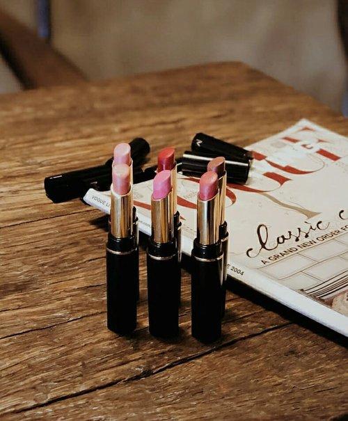 "<div class=""photoCaption"">New post on my blog Review & Swatch @meikacosmetic Matte Lipstick 💄Jadi buat kalian yg belum tau, Meika Cosmetics ini adalah brand baru asal Jepang dan ingredients produknya juga diimport dari Jepang loh! Aku personally suka banget sm teksturnya, matte tapi melembabkan jadi nggak bikin bibir kering dan patchy. Penasaran? Baca selengkapnya di blogku yuk! Direct link on my bio💋  <a class=""pink-url"" target=""_blank"" href=""http://m.id.clozette.co/search/query?term=collabwithchen&siteseach=Submit"">#collabwithchen</a>  <a class=""pink-url"" target=""_blank"" href=""http://m.id.clozette.co/search/query?term=clozetteid&siteseach=Submit"">#clozetteid</a></div>"