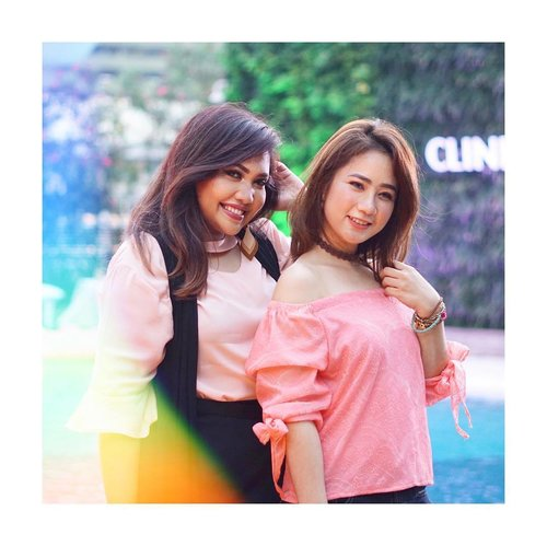 """<div class=""""photoCaption"""">Embracing laid back summer vibes at launching Clinique Moisture Surge Hydrating Supercharged Concentrate yesterday with my gurl @marcelinecarlos ! @cliniqueindonesia <br /> First impression, super love! Penasaran? Tunggu reviewnya yah gorjas~!  <a class=""""pink-url"""" target=""""_blank"""" href=""""http://m.id.clozette.co/search/query?term=cliniqueindonesia&siteseach=Submit"""">#cliniqueindonesia</a>  <a class=""""pink-url"""" target=""""_blank"""" href=""""http://m.id.clozette.co/search/query?term=makeupwithselly&siteseach=Submit"""">#makeupwithselly</a>  <a class=""""pink-url"""" target=""""_blank"""" href=""""http://m.id.clozette.co/search/query?term=clinique&siteseach=Submit"""">#clinique</a>  <a class=""""pink-url"""" target=""""_blank"""" href=""""http://m.id.clozette.co/search/query?term=superchargedhydration&siteseach=Submit"""">#superchargedhydration</a>  <a class=""""pink-url"""" target=""""_blank"""" href=""""http://m.id.clozette.co/search/query?term=superchargedmoments&siteseach=Submit"""">#superchargedmoments</a>  <a class=""""pink-url"""" target=""""_blank"""" href=""""http://m.id.clozette.co/search/query?term=clozetteid&siteseach=Submit"""">#clozetteid</a>  <a class=""""pink-url"""" target=""""_blank"""" href=""""http://m.id.clozette.co/search/query?term=skincareroutine&siteseach=Submit"""">#skincareroutine</a></div>"""