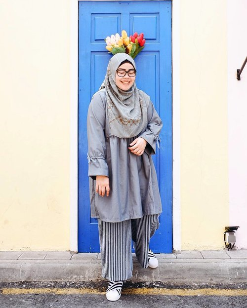 "<div class=""photoCaption"">Greyish-blue tone for yesterday 🌫•••Scarf: Nebula scarf @inforiamiranda Top: Barley dress @rgz.official Shoes: @footrunwear••• <a class=""pink-url"" target=""_blank"" href=""http://m.id.clozette.co/search/query?term=tapfordetails&siteseach=Submit"">#tapfordetails</a>  <a class=""pink-url"" target=""_blank"" href=""http://m.id.clozette.co/search/query?term=fashionmodesty&siteseach=Submit"">#fashionmodesty</a>  <a class=""pink-url"" target=""_blank"" href=""http://m.id.clozette.co/search/query?term=hijabfashion&siteseach=Submit"">#hijabfashion</a>  <a class=""pink-url"" target=""_blank"" href=""http://m.id.clozette.co/search/query?term=hijabootdindo&siteseach=Submit"">#hijabootdindo</a>  <a class=""pink-url"" target=""_blank"" href=""http://m.id.clozette.co/search/query?term=ootd&siteseach=Submit"">#ootd</a>  <a class=""pink-url"" target=""_blank"" href=""http://m.id.clozette.co/search/query?term=ootdindo&siteseach=Submit"">#ootdindo</a>  <a class=""pink-url"" target=""_blank"" href=""http://m.id.clozette.co/search/query?term=lookbookindonesia&siteseach=Submit"">#lookbookindonesia</a>  <a class=""pink-url"" target=""_blank"" href=""http://m.id.clozette.co/search/query?term=lookbook&siteseach=Submit"">#lookbook</a>  <a class=""pink-url"" target=""_blank"" href=""http://m.id.clozette.co/search/query?term=chestcoveringhijab&siteseach=Submit"">#chestcoveringhijab</a>  <a class=""pink-url"" target=""_blank"" href=""http://m.id.clozette.co/search/query?term=hijabinspiration&siteseach=Submit"">#hijabinspiration</a>  <a class=""pink-url"" target=""_blank"" href=""http://m.id.clozette.co/search/query?term=outfitideas&siteseach=Submit"">#outfitideas</a>  <a class=""pink-url"" target=""_blank"" href=""http://m.id.clozette.co/search/query?term=ClozetteID&siteseach=Submit"">#ClozetteID</a> <a class=""pink-url"" target=""_blank"" href=""http://m.id.clozette.co/search/query?term=explorejogja&siteseach=Submit"">#explorejogja</a>  <a class=""pink-url"" target=""_blank"" href=""http://m.id.clozette.co/search/query?term=jogjatrip&siteseach=Submit"">#jogjatrip</a>  <a class=""pink-url"" target=""_blank"" href=""http://m.id.clozette.co/search/query?term=indahrptrip&siteseach=Submit"">#indahrptrip</a>  <a class=""pink-url"" target=""_blank"" href=""http://m.id.clozette.co/search/query?term=IndahRPinJogja&siteseach=Submit"">#IndahRPinJogja</a>  <a class=""pink-url"" target=""_blank"" href=""http://m.id.clozette.co/search/query?term=GoFUJIFILM&siteseach=Submit"">#GoFUJIFILM</a>  <a class=""pink-url"" target=""_blank"" href=""http://m.id.clozette.co/search/query?term=Fujifilm&siteseach=Submit"">#Fujifilm</a>  <a class=""pink-url"" target=""_blank"" href=""http://m.id.clozette.co/search/query?term=fujifilm_id&siteseach=Submit"">#fujifilm_id</a>  <a class=""pink-url"" target=""_blank"" href=""http://m.id.clozette.co/search/query?term=FujiXA3&siteseach=Submit"">#FujiXA3</a>  <a class=""pink-url"" target=""_blank"" href=""http://m.id.clozette.co/search/query?term=XA3&siteseach=Submit"">#XA3</a>  <a class=""pink-url"" target=""_blank"" href=""http://m.id.clozette.co/search/query?term=xa3_id&siteseach=Submit"">#xa3_id</a>  <a class=""pink-url"" target=""_blank"" href=""http://m.id.clozette.co/search/query?term=XC1650mm&siteseach=Submit"">#XC1650mm</a>  <a class=""pink-url"" target=""_blank"" href=""http://m.id.clozette.co/search/query?term=terfujilah&siteseach=Submit"">#terfujilah</a></div>"