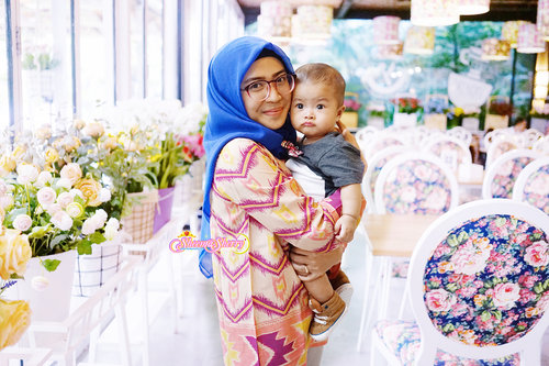 """<div class=""""photoCaption"""">Years Ago in Hong Kong, when I had no idea about being a Mom, I'd been seeing you pregnant, and having lots of playdates with your baby after his delivery. I hadn't even understood how tough it was to be a mom. Especially in a foreign country, and with a husband leaving to work from dawn to dusk (and sometimes dusk to dawn!). But you'd been always looking tough, independent, and happy. And your son was such a good boy that everyone admired and wanted to hug! We talked a lot about motherhood, and how you wished I'd be ready soon to have a baby my own. And it's finally here, My baby, in your arms, Alhamdulilah 😊 . Isn't he cute? Isn't he a good boy? Yes, he is, like his brother (your son ❤️) In shaaallah. @sorayaebhy , @raziqmumtaz.. <a class=""""pink-url"""" target=""""_blank"""" href=""""http://m.clozette.co.id/search/query?term=THROWBACK&siteseach=Submit"""">#THROWBACK</a> when Archie was 4 Months 7 Days 💙. <a class=""""pink-url"""" target=""""_blank"""" href=""""http://m.clozette.co.id/search/query?term=MoonFamily&siteseach=Submit"""">#MoonFamily</a>🌙  <a class=""""pink-url"""" target=""""_blank"""" href=""""http://m.clozette.co.id/search/query?term=SherryBabyOOTD&siteseach=Submit"""">#SherryBabyOOTD</a>  <a class=""""pink-url"""" target=""""_blank"""" href=""""http://m.clozette.co.id/search/query?term=MommyFromTheMoon&siteseach=Submit"""">#MommyFromTheMoon</a>  <a class=""""pink-url"""" target=""""_blank"""" href=""""http://m.clozette.co.id/search/query?term=ArchieZayden&siteseach=Submit"""">#ArchieZayden</a></div>"""