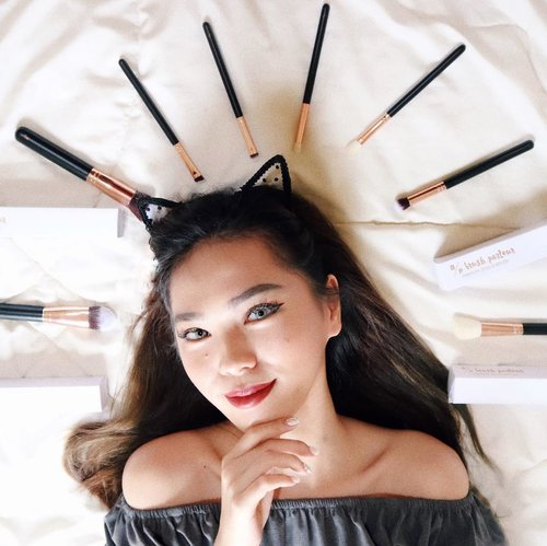 """<div class=""""photoCaption"""">With a good makeup brush, every woman can be an artist.<br /> -<br /> I would like to recommend this amazing high quality local brush from @brushparlour -<br /> -<br /> Can't wait to play with them all 💕<br /> -<br /> -<br /> -<br />  <a class=""""pink-url"""" target=""""_blank"""" href=""""http://m.id.clozette.co/search/query?term=clozetteid&siteseach=Submit"""">#clozetteid</a>  <a class=""""pink-url"""" target=""""_blank"""" href=""""http://m.id.clozette.co/search/query?term=beautynesiamember&siteseach=Submit"""">#beautynesiamember</a>  <a class=""""pink-url"""" target=""""_blank"""" href=""""http://m.id.clozette.co/search/query?term=cchannel&siteseach=Submit"""">#cchannel</a>  <a class=""""pink-url"""" target=""""_blank"""" href=""""http://m.id.clozette.co/search/query?term=LYKEAmbassador&siteseach=Submit"""">#LYKEAmbassador</a>  <a class=""""pink-url"""" target=""""_blank"""" href=""""http://m.id.clozette.co/search/query?term=ivgbeauty&siteseach=Submit"""">#ivgbeauty</a>  <a class=""""pink-url"""" target=""""_blank"""" href=""""http://m.id.clozette.co/search/query?term=indobeautygram&siteseach=Submit"""">#indobeautygram</a>   <a class=""""pink-url"""" target=""""_blank"""" href=""""http://m.id.clozette.co/search/query?term=lagirlindonesia&siteseach=Submit"""">#lagirlindonesia</a>  <a class=""""pink-url"""" target=""""_blank"""" href=""""http://m.id.clozette.co/search/query?term=lagirl&siteseach=Submit"""">#lagirl</a>  <a class=""""pink-url"""" target=""""_blank"""" href=""""http://m.id.clozette.co/search/query?term=lagirlcosmetics&siteseach=Submit"""">#lagirlcosmetics</a>  <a class=""""pink-url"""" target=""""_blank"""" href=""""http://m.id.clozette.co/search/query?term=beautyjunkie&siteseach=Submit"""">#beautyjunkie</a>  <a class=""""pink-url"""" target=""""_blank"""" href=""""http://m.id.clozette.co/search/query?term=beautyjunkies&siteseach=Submit"""">#beautyjunkies</a>  <a class=""""pink-url"""" target=""""_blank"""" href=""""http://m.id.clozette.co/search/query?term=instamakeupartist&siteseach=Submit"""">#instamakeupartist</a>  <a class=""""pink-url"""" target=""""_blank"""" href=""""http://m.id.clozette.co/search/query?term=makeupporn&siteseach=Submit"""">#make"""