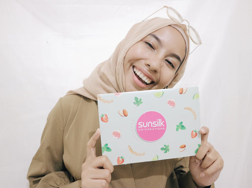 """<div class=""""photoCaption"""">Yaaay! Just got invitation from @sunsilkid Can't wait to see all the  <a class=""""pink-url"""" target=""""_blank"""" href=""""http://m.id.clozette.co/search/query?term=SunsilkHijabSister&siteseach=Submit"""">#SunsilkHijabSister</a> bakalan seru banget nih kayaknya. So, I guess I'll see you there insyaAllah💚  <a class=""""pink-url"""" target=""""_blank"""" href=""""http://m.id.clozette.co/search/query?term=UncoverPossibilities&siteseach=Submit"""">#UncoverPossibilities</a> <a class=""""pink-url"""" target=""""_blank"""" href=""""http://m.id.clozette.co/search/query?term=clozetteid&siteseach=Submit"""">#clozetteid</a></div>"""