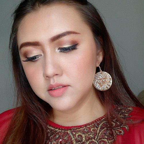 "<div class=""photoCaption"">Makeup details for my bestfriend's wedding party yesterday 😘😘😘<br /> Btw, happy wedding @maryani.08 semoga sakinah mawaddah warahmah yaaaa 💖💖💖 Details:<br /> Face:<br /> - Absolute new york face primer<br /> - Maybelline fit me matte no 128<br /> - Maybelline fit me concealer 02<br /> - Dissy miracle face powder<br /> - absolute new york dewy face setting spray<br /> - Absolute new york HD flawless powder foundation shade 04 nude<br /> <br /> Brows:<br /> - Emina brow agent shade brown<br /> - Urban decay broe tamer shade dark<br /> - Nyx tame fame eyebrow gel shade espresso<br /> <br /> Eyes:<br /> - Bys cosmetics berries palette<br /> - Bys cosmetics liquid eyeliner waterproof - 01 black<br /> - Maybelline magnum barbie mascara<br /> - Blink charm eyelashes natural fleur<br /> - Silky girl funky eyelights pencil shade pearl white<br /> <br /> Cheeks: - Absolute new york strobing and shading palette<br /> - vov all day strong lip colour peach orange<br /> <br /> Lips:<br /> - VOV all day strong lip colour peach orange<br /> - Absolute new york velvet lippie shade terracota<br /> <br />  <a class=""pink-url"" target=""_blank"" href=""http://m.id.clozette.co/search/query?term=clozetteid&siteseach=Submit"">#clozetteid</a>  <a class=""pink-url"" target=""_blank"" href=""http://m.id.clozette.co/search/query?term=khansamanda&siteseach=Submit"">#khansamanda</a>  <a class=""pink-url"" target=""_blank"" href=""http://m.id.clozette.co/search/query?term=beautynesiamember&siteseach=Submit"">#beautynesiamember</a>  <a class=""pink-url"" target=""_blank"" href=""http://m.id.clozette.co/search/query?term=makeupartist&siteseach=Submit"">#makeupartist</a>  <a class=""pink-url"" target=""_blank"" href=""http://m.id.clozette.co/search/query?term=beautyblogger&siteseach=Submit"">#beautyblogger</a>  <a class=""pink-url"" target=""_blank"" href=""http://m.id.clozette.co/search/query?term=beautyvlogger&siteseach=Submit"">#beautyvlogger</a>  <a class=""pink-url"" target=""_blank"" href=""http://m.id.clozette.co/search/query?term=makeup&siteseach=Submit"">#makeup</a></div>"