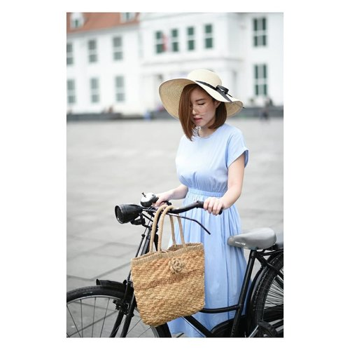 "<div class=""photoCaption"">Walking, Strolling, and Sauntering 🚲<br /> 👗@lovebonitoid<br /> <br />  <a class=""pink-url"" target=""_blank"" href=""http://m.id.clozette.co/search/query?term=clozetteid&siteseach=Submit"">#clozetteid</a>  <a class=""pink-url"" target=""_blank"" href=""http://m.id.clozette.co/search/query?term=ootd&siteseach=Submit"">#ootd</a><br /> .<br /> .<br /> .<br /> .<br /> .<br /> .<br /> .<br />  <a class=""pink-url"" target=""_blank"" href=""http://m.id.clozette.co/search/query?term=followmefollowyou&siteseach=Submit"">#followmefollowyou</a>  <a class=""pink-url"" target=""_blank"" href=""http://m.id.clozette.co/search/query?term=followme&siteseach=Submit"">#followme</a>  <a class=""pink-url"" target=""_blank"" href=""http://m.id.clozette.co/search/query?term=ibb&siteseach=Submit"">#ibb</a>  <a class=""pink-url"" target=""_blank"" href=""http://m.id.clozette.co/search/query?term=recentforrecent&siteseach=Submit"">#recentforrecent</a>  <a class=""pink-url"" target=""_blank"" href=""http://m.id.clozette.co/search/query?term=likeme&siteseach=Submit"">#likeme</a>  <a class=""pink-url"" target=""_blank"" href=""http://m.id.clozette.co/search/query?term=lifestyleblogger&siteseach=Submit"">#lifestyleblogger</a>  <a class=""pink-url"" target=""_blank"" href=""http://m.id.clozette.co/search/query?term=outfitideas&siteseach=Submit"">#outfitideas</a>  <a class=""pink-url"" target=""_blank"" href=""http://m.id.clozette.co/search/query?term=photo&siteseach=Submit"">#photo</a>  <a class=""pink-url"" target=""_blank"" href=""http://m.id.clozette.co/search/query?term=photoshoot&siteseach=Submit"">#photoshoot</a>  <a class=""pink-url"" target=""_blank"" href=""http://m.id.clozette.co/search/query?term=productphotography&siteseach=Submit"">#productphotography</a>  <a class=""pink-url"" target=""_blank"" href=""http://m.id.clozette.co/search/query?term=minimalist&siteseach=Submit"">#minimalist</a>  <a class=""pink-url"" target=""_blank"" href=""http://m.id.clozette.co/search/query?term=potd&siteseach=Submit"">#potd</a>  <a class=""pink-url"" target=""_blank"" href=""http://m.id.clozette.co/search/query?term=blogger&siteseach=Submit"">#blogger</a>  <a class=""pink-url"" target=""_blank"" href=""http://m.id.clozette.co/search/query?term=fashionblog&siteseach=Submit"">#fashionblog</a>  <a class=""pink-url"" target=""_blank"" href=""http://m.id.clozette.co/search/query?term=fashionista&siteseach=Submit"">#fashionista</a>  <a class=""pink-url"" target=""_blank"" href=""http://m.id.clozette.co/search/query?term=fashionblogger&siteseach=Submit"">#fashionblogger</a>  <a class=""pink-url"" target=""_blank"" href=""http://m.id.clozette.co/search/query?term=fashion&siteseach=Submit"">#fashion</a>  <a class=""pink-url"" target=""_blank"" href=""http://m.id.clozette.co/search/query?term=endorsement&siteseach=Submit"">#endorsement</a>  <a class=""pink-url"" target=""_blank"" href=""http://m.id.clozette.co/search/query?term=girl&siteseach=Submit"">#girl</a>  <a class=""pink-url"" target=""_blank"" href=""http://m.id.clozette.co/search/query?term=endorsindo&siteseach=Submit"">#endorsindo</a>  <a class=""pink-url"" target=""_blank"" href=""http://m.id.clozette.co/search/query?term=endorse&siteseach=Submit"">#endorse</a>  <a class=""pink-url"" target=""_blank"" href=""http://m.id.clozette.co/search/query?term=blog&siteseach=Submit"">#blog</a>  <a class=""pink-url"" target=""_blank"" href=""http://m.id.clozette.co/search/query?term=faceoftheday&siteseach=Submit"">#faceoftheday</a>  <a class=""pink-url"" target=""_blank"" href=""http://m.id.clozette.co/search/query?term=photooftheday&siteseach=Submit"">#photooftheday</a></div>"