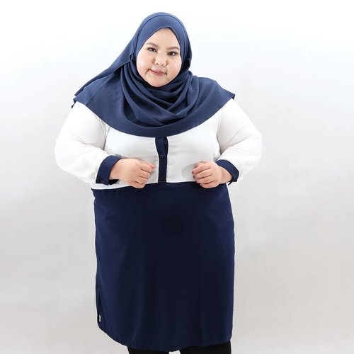 """<div class=""""photoCaption"""">Currently favorite color combo: white and navy🌌🌁---Wearing two tone tunic from @iwearalice. Ayooo udh pada beli baju Lebaran beloommm? Cusss beli!😂😂😂 •••• <a class=""""pink-url"""" target=""""_blank"""" href=""""http://m.clozette.co.id/search/query?term=effyourbodystandards&siteseach=Submit"""">#effyourbodystandards</a> <a class=""""pink-url"""" target=""""_blank"""" href=""""http://m.clozette.co.id/search/query?term=casual&siteseach=Submit"""">#casual</a> <a class=""""pink-url"""" target=""""_blank"""" href=""""http://m.clozette.co.id/search/query?term=ootd&siteseach=Submit"""">#ootd</a>  <a class=""""pink-url"""" target=""""_blank"""" href=""""http://m.clozette.co.id/search/query?term=bigandblunt&siteseach=Submit"""">#bigandblunt</a> <a class=""""pink-url"""" target=""""_blank"""" href=""""http://m.clozette.co.id/search/query?term=bigsizeootd&siteseach=Submit"""">#bigsizeootd</a>  <a class=""""pink-url"""" target=""""_blank"""" href=""""http://m.clozette.co.id/search/query?term=celebratemysize&siteseach=Submit"""">#celebratemysize</a> <a class=""""pink-url"""" target=""""_blank"""" href=""""http://m.clozette.co.id/search/query?term=curvyasian&siteseach=Submit"""">#curvyasian</a>  <a class=""""pink-url"""" target=""""_blank"""" href=""""http://m.clozette.co.id/search/query?term=plussizeasian&siteseach=Submit"""">#plussizeasian</a> <a class=""""pink-url"""" target=""""_blank"""" href=""""http://m.clozette.co.id/search/query?term=curves&siteseach=Submit"""">#curves</a> <a class=""""pink-url"""" target=""""_blank"""" href=""""http://m.clozette.co.id/search/query?term=whatiwear&siteseach=Submit"""">#whatiwear</a>  <a class=""""pink-url"""" target=""""_blank"""" href=""""http://m.clozette.co.id/search/query?term=navy&siteseach=Submit"""">#navy</a>   <a class=""""pink-url"""" target=""""_blank"""" href=""""http://m.clozette.co.id/search/query?term=wiw&siteseach=Submit"""">#wiw</a> <a class=""""pink-url"""" target=""""_blank"""" href=""""http://m.clozette.co.id/search/query?term=clozetteid&siteseach=Submit"""">#clozetteid</a> #인스타패션 #인스타뷰티 #플러스사이즈  #오늘의의상  <a class=""""pink-url"""" target=""""_blank"""" href=""""http://m.clozette.co.id/search/query?term=bodypositive&siteseach=Submit"""">#bodyp"""