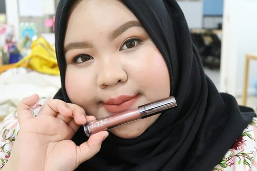 "<div class=""photoCaption"">Have you ready my latest post on my blog?Gue baru aja ngereview lipstik matte dan lipgloss nya @lookecosmetics. Warna-warnanya cakep bangeettt😍😍😍. Yang penasaran gimana reviewnya, langsung baca di blog ya! Klik di sini: <a href=""https://wp.me/p9Opdt-24"" class=""pink-url""  target=""_blank""  rel=""nofollow"" title=""https://wp.me/p9Opdt-24"">https://wp.me/p9Opdt-24</a> <a class=""pink-url"" target=""_blank"" href=""http://m.id.clozette.co/search/query?term=Clozetteid&siteseach=Submit"">#Clozetteid</a>  <a class=""pink-url"" target=""_blank"" href=""http://m.id.clozette.co/search/query?term=makeup&siteseach=Submit"">#makeup</a>  <a class=""pink-url"" target=""_blank"" href=""http://m.id.clozette.co/search/query?term=HolyLipSeries&siteseach=Submit"">#HolyLipSeries</a>  <a class=""pink-url"" target=""_blank"" href=""http://m.id.clozette.co/search/query?term=CelebratingTheNewYou&siteseach=Submit"">#CelebratingTheNewYou</a>  <a class=""pink-url"" target=""_blank"" href=""http://m.id.clozette.co/search/query?term=LookeWetMakeupLook&siteseach=Submit"">#LookeWetMakeupLook</a>  <a class=""pink-url"" target=""_blank"" href=""http://m.id.clozette.co/search/query?term=CLozetteIDXLooke&siteseach=Submit"">#CLozetteIDXLooke</a>  <a class=""pink-url"" target=""_blank"" href=""http://m.id.clozette.co/search/query?term=CLozetteIDReview&siteseach=Submit"">#CLozetteIDReview</a>  <a class=""pink-url"" target=""_blank"" href=""http://m.id.clozette.co/search/query?term=Instamakeup&siteseach=Submit"">#Instamakeup</a>  <a class=""pink-url"" target=""_blank"" href=""http://m.id.clozette.co/search/query?term=Instadaily&siteseach=Submit"">#Instadaily</a>  <a class=""pink-url"" target=""_blank"" href=""http://m.id.clozette.co/search/query?term=lipswatches&siteseach=Submit"">#lipswatches</a>  <a class=""pink-url"" target=""_blank"" href=""http://m.id.clozette.co/search/query?term=localbrand&siteseach=Submit"">#localbrand</a></div>"