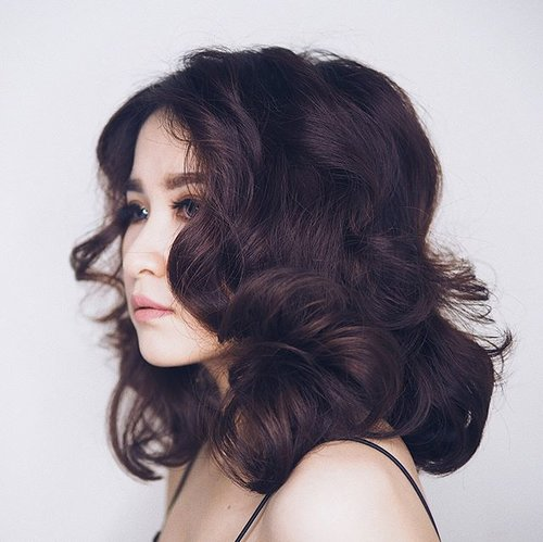 """<div class=""""photoCaption"""">Glam Wave Contour by @glamhairculture.sby 😍😍 Yes, digital perm is works on short hair too. Too in love with my haiirrrrr now! <br /> _<br /> _<br /> Cut, color, perm and style by @glamhairculture.sby @stephanie.martina 💥💥 _<br /> _<br />  <a class=""""pink-url"""" target=""""_blank"""" href=""""http://m.id.clozette.co/search/query?term=clozetteid&siteseach=Submit"""">#clozetteid</a>  <a class=""""pink-url"""" target=""""_blank"""" href=""""http://m.id.clozette.co/search/query?term=digitalperm&siteseach=Submit"""">#digitalperm</a>  <a class=""""pink-url"""" target=""""_blank"""" href=""""http://m.id.clozette.co/search/query?term=shorthair&siteseach=Submit"""">#shorthair</a>  <a class=""""pink-url"""" target=""""_blank"""" href=""""http://m.id.clozette.co/search/query?term=digitalperming&siteseach=Submit"""">#digitalperming</a>  <a class=""""pink-url"""" target=""""_blank"""" href=""""http://m.id.clozette.co/search/query?term=glamhairculture&siteseach=Submit"""">#glamhairculture</a>  <a class=""""pink-url"""" target=""""_blank"""" href=""""http://m.id.clozette.co/search/query?term=salonsurabaya&siteseach=Submit"""">#salonsurabaya</a></div>"""