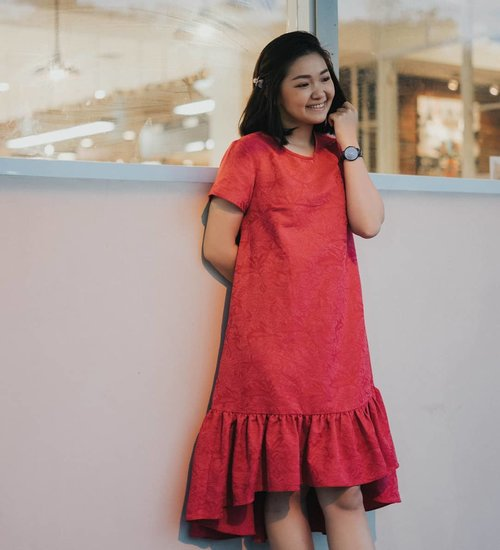 """<div class=""""photoCaption"""">Play with red!Gong xi gong xiii Wish you all bless this dog year... <a class=""""pink-url"""" target=""""_blank"""" href=""""http://m.clozette.co.id/search/query?term=bloggerindonesia&siteseach=Submit"""">#bloggerindonesia</a>  <a class=""""pink-url"""" target=""""_blank"""" href=""""http://m.clozette.co.id/search/query?term=lookbookindonesia&siteseach=Submit"""">#lookbookindonesia</a>  <a class=""""pink-url"""" target=""""_blank"""" href=""""http://m.clozette.co.id/search/query?term=beautyguru&siteseach=Submit"""">#beautyguru</a>  <a class=""""pink-url"""" target=""""_blank"""" href=""""http://m.clozette.co.id/search/query?term=beautyvlogger&siteseach=Submit"""">#beautyvlogger</a>  <a class=""""pink-url"""" target=""""_blank"""" href=""""http://m.clozette.co.id/search/query?term=beautyblogger&siteseach=Submit"""">#beautyblogger</a>  <a class=""""pink-url"""" target=""""_blank"""" href=""""http://m.clozette.co.id/search/query?term=clozetteid&siteseach=Submit"""">#clozetteid</a>  <a class=""""pink-url"""" target=""""_blank"""" href=""""http://m.clozette.co.id/search/query?term=bloggerstyle&siteseach=Submit"""">#bloggerstyle</a>  <a class=""""pink-url"""" target=""""_blank"""" href=""""http://m.clozette.co.id/search/query?term=fashionblogger&siteseach=Submit"""">#fashionblogger</a>  <a class=""""pink-url"""" target=""""_blank"""" href=""""http://m.clozette.co.id/search/query?term=fashionstylea&siteseach=Submit"""">#fashionstylea</a>  <a class=""""pink-url"""" target=""""_blank"""" href=""""http://m.clozette.co.id/search/query?term=fashionindo&siteseach=Submit"""">#fashionindo</a>  <a class=""""pink-url"""" target=""""_blank"""" href=""""http://m.clozette.co.id/search/query?term=indonesianbeautyblogger&siteseach=Submit"""">#indonesianbeautyblogger</a>  <a class=""""pink-url"""" target=""""_blank"""" href=""""http://m.clozette.co.id/search/query?term=indonesian_blogger&siteseach=Submit"""">#indonesian_blogger</a>  <a class=""""pink-url"""" target=""""_blank"""" href=""""http://m.clozette.co.id/search/query?term=indonesiabeautyblogger&siteseach=Submit"""">#indonesiabeautyblogger</a>  <a class=""""pink-url"""" target=""""_blank"""" href=""""http://m.clozette.co.id/search/query?term=youtubea"""