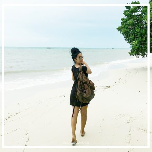 """<div class=""""photoCaption"""">Selamat Pagi! <br /> Yuk..ikutin Sopiah ke pantai !! .<br /> .<br /> .<br /> .<br /> Have a great weekend, everyone! <br />  <a class=""""pink-url"""" target=""""_blank"""" href=""""http://m.clozette.co.id/search/query?term=clozetteid&siteseach=Submit"""">#clozetteid</a>  <a class=""""pink-url"""" target=""""_blank"""" href=""""http://m.clozette.co.id/search/query?term=Lifestyle&siteseach=Submit"""">#Lifestyle</a>  <a class=""""pink-url"""" target=""""_blank"""" href=""""http://m.clozette.co.id/search/query?term=explorebelitung&siteseach=Submit"""">#explorebelitung</a>  <a class=""""pink-url"""" target=""""_blank"""" href=""""http://m.clozette.co.id/search/query?term=islandlife&siteseach=Submit"""">#islandlife</a>  <a class=""""pink-url"""" target=""""_blank"""" href=""""http://m.clozette.co.id/search/query?term=SofiaDewiTravelDiary&siteseach=Submit"""">#SofiaDewiTravelDiary</a></div>"""