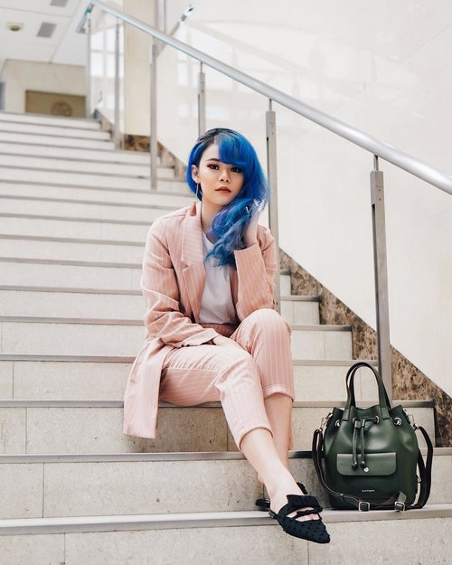 """<div class=""""photoCaption"""">My kind of 🦄 style. Blue hair and pink suit set. Anyway ada blog post terbaru tentang shopping experience aku di Japang. All beauty lover, you need to check it out. Click aja link di bio ku yah 😘  <a class=""""pink-url"""" target=""""_blank"""" href=""""http://m.id.clozette.co/search/query?term=JeanMilkaOOTD&siteseach=Submit"""">#JeanMilkaOOTD</a>  <a class=""""pink-url"""" target=""""_blank"""" href=""""http://m.id.clozette.co/search/query?term=JeanMilkaInJapan&siteseach=Submit"""">#JeanMilkaInJapan</a><br /> .<br />  <a class=""""pink-url"""" target=""""_blank"""" href=""""http://m.id.clozette.co/search/query?term=ootd&siteseach=Submit"""">#ootd</a>  <a class=""""pink-url"""" target=""""_blank"""" href=""""http://m.id.clozette.co/search/query?term=ootdindo&siteseach=Submit"""">#ootdindo</a>  <a class=""""pink-url"""" target=""""_blank"""" href=""""http://m.id.clozette.co/search/query?term=lookbookindonesia&siteseach=Submit"""">#lookbookindonesia</a>  <a class=""""pink-url"""" target=""""_blank"""" href=""""http://m.id.clozette.co/search/query?term=lookbookindo&siteseach=Submit"""">#lookbookindo</a>  <a class=""""pink-url"""" target=""""_blank"""" href=""""http://m.id.clozette.co/search/query?term=lookbook&siteseach=Submit"""">#lookbook</a>  <a class=""""pink-url"""" target=""""_blank"""" href=""""http://m.id.clozette.co/search/query?term=todayoutfit&siteseach=Submit"""">#todayoutfit</a>  <a class=""""pink-url"""" target=""""_blank"""" href=""""http://m.id.clozette.co/search/query?term=cgstreetstyle&siteseach=Submit"""">#cgstreetstyle</a>  <a class=""""pink-url"""" target=""""_blank"""" href=""""http://m.id.clozette.co/search/query?term=fashion&siteseach=Submit"""">#fashion</a>  <a class=""""pink-url"""" target=""""_blank"""" href=""""http://m.id.clozette.co/search/query?term=style&siteseach=Submit"""">#style</a>  <a class=""""pink-url"""" target=""""_blank"""" href=""""http://m.id.clozette.co/search/query?term=fashionblogger&siteseach=Submit"""">#fashionblogger</a>  <a class=""""pink-url"""" target=""""_blank"""" href=""""http://m.id.clozette.co/search/query?term=outfitoftheday&siteseach=Submit"""">#outfitoftheday</a>  <a class=""""pink-url"""" target=""""_blank"""" href=""""http://"""