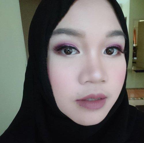 "<div class=""photoCaption"">Sudah datang ke berapa bukber Ramadhan kali ini? Ini salah satu gaya make up yang aku pakai waktu menghadiri bukber bersama teman-teman, kira-kira apa ya namanya? Aku terinspirasi dari make-up nya @cherylraissa menggunakan produk-produknya @shuuemura, mauve eyes, blushing cheeks and nude lips. Boleh juga nih kamu tiru untuk iftar berikutnya!. <a class=""pink-url"" target=""_blank"" href=""http://m.clozette.co.id/search/query?term=shuuemura&siteseach=Submit"">#shuuemura</a>  <a class=""pink-url"" target=""_blank"" href=""http://m.clozette.co.id/search/query?term=shuuemuraid&siteseach=Submit"">#shuuemuraid</a>  <a class=""pink-url"" target=""_blank"" href=""http://m.clozette.co.id/search/query?term=petalskin&siteseach=Submit"">#petalskin</a>  <a class=""pink-url"" target=""_blank"" href=""http://m.clozette.co.id/search/query?term=cheryiliftarlook&siteseach=Submit"">#cheryiliftarlook</a>  <a class=""pink-url"" target=""_blank"" href=""http://m.clozette.co.id/search/query?term=indonesianfemalebloggers&siteseach=Submit"">#indonesianfemalebloggers</a>  <a class=""pink-url"" target=""_blank"" href=""http://m.clozette.co.id/search/query?term=clozetteid&siteseach=Submit"">#clozetteid</a>  <a class=""pink-url"" target=""_blank"" href=""http://m.clozette.co.id/search/query?term=motd&siteseach=Submit"">#motd</a>  <a class=""pink-url"" target=""_blank"" href=""http://m.clozette.co.id/search/query?term=makeupoftheday&siteseach=Submit"">#makeupoftheday</a>  <a class=""pink-url"" target=""_blank"" href=""http://m.clozette.co.id/search/query?term=fotd&siteseach=Submit"">#fotd</a>  <a class=""pink-url"" target=""_blank"" href=""http://m.clozette.co.id/search/query?term=reiiputt&siteseach=Submit"">#reiiputt</a></div>"