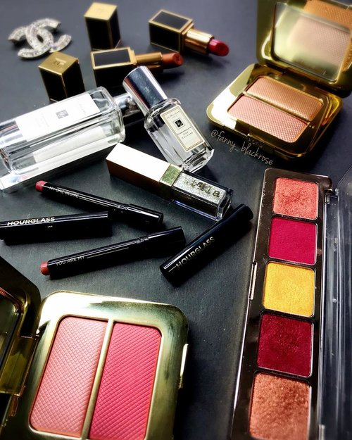 """<div class=""""photoCaption"""">""""You are my one desire ... """" from my @hourglasscosmetics  <a class=""""pink-url"""" target=""""_blank"""" href=""""http://m.clozette.co.id/search/query?term=lipstick&siteseach=Submit"""">#lipstick</a> 💄 <br /> Means for my  <a class=""""pink-url"""" target=""""_blank"""" href=""""http://m.clozette.co.id/search/query?term=makeupaddiction&siteseach=Submit"""">#makeupaddiction</a> 💫😉💫✨<br /> Gonna be on short trip soon. Rotating my essential for the maximum used of everything on  <a class=""""pink-url"""" target=""""_blank"""" href=""""http://m.clozette.co.id/search/query?term=makeupcollection&siteseach=Submit"""">#makeupcollection</a> .<br /> @jomalone  <a class=""""pink-url"""" target=""""_blank"""" href=""""http://m.clozette.co.id/search/query?term=pomegranatenoir&siteseach=Submit"""">#pomegranatenoir</a> 💫 @tomford  <a class=""""pink-url"""" target=""""_blank"""" href=""""http://m.clozette.co.id/search/query?term=reflectsgilt&siteseach=Submit"""">#reflectsgilt</a>  <a class=""""pink-url"""" target=""""_blank"""" href=""""http://m.clozette.co.id/search/query?term=bicoastal&siteseach=Submit"""">#bicoastal</a>  <a class=""""pink-url"""" target=""""_blank"""" href=""""http://m.clozette.co.id/search/query?term=tomford&siteseach=Submit"""">#tomford</a>  <a class=""""pink-url"""" target=""""_blank"""" href=""""http://m.clozette.co.id/search/query?term=tomfordbeauty&siteseach=Submit"""">#tomfordbeauty</a>  <a class=""""pink-url"""" target=""""_blank"""" href=""""http://m.clozette.co.id/search/query?term=tomfordmakeup&siteseach=Submit"""">#tomfordmakeup</a>  <a class=""""pink-url"""" target=""""_blank"""" href=""""http://m.clozette.co.id/search/query?term=tomfordaddict&siteseach=Submit"""">#tomfordaddict</a>  <a class=""""pink-url"""" target=""""_blank"""" href=""""http://m.clozette.co.id/search/query?term=tomfordlipsandboys&siteseach=Submit"""">#tomfordlipsandboys</a>  <a class=""""pink-url"""" target=""""_blank"""" href=""""http://m.clozette.co.id/search/query?term=tomfordlipstick&siteseach=Submit"""">#tomfordlipstick</a> <br /> Golden is Sebastian <br /> Red is Alejandro💫<br /> @stilacosmetics  <a class=""""pink-url"""" target=""""_blank"""" href=""""http://m.clozette.co."""