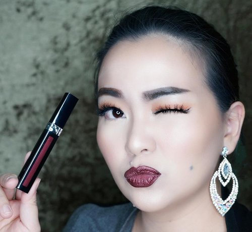 """<div class=""""photoCaption"""">Morning 😘❤️✨<br /> In love with this @diormakeup from @dior ❤️🖤❤️🖤❤️✨<br />  <a class=""""pink-url"""" target=""""_blank"""" href=""""http://m.id.clozette.co/search/query?term=metalliclipstick&siteseach=Submit"""">#metalliclipstick</a> <br />  <a class=""""pink-url"""" target=""""_blank"""" href=""""http://m.id.clozette.co/search/query?term=metalliclips&siteseach=Submit"""">#metalliclips</a> <br />  <a class=""""pink-url"""" target=""""_blank"""" href=""""http://m.id.clozette.co/search/query?term=redlips&siteseach=Submit"""">#redlips</a> <br />  <a class=""""pink-url"""" target=""""_blank"""" href=""""http://m.id.clozette.co/search/query?term=redlipstick&siteseach=Submit"""">#redlipstick</a><br />  <a class=""""pink-url"""" target=""""_blank"""" href=""""http://m.id.clozette.co/search/query?term=dior&siteseach=Submit"""">#dior</a><br />  <a class=""""pink-url"""" target=""""_blank"""" href=""""http://m.id.clozette.co/search/query?term=diorlipstick&siteseach=Submit"""">#diorlipstick</a> <br />  <a class=""""pink-url"""" target=""""_blank"""" href=""""http://m.id.clozette.co/search/query?term=diorbeauty&siteseach=Submit"""">#diorbeauty</a> <br />  <a class=""""pink-url"""" target=""""_blank"""" href=""""http://m.id.clozette.co/search/query?term=wakeupandmakeup&siteseach=Submit"""">#wakeupandmakeup</a> <br />  <a class=""""pink-url"""" target=""""_blank"""" href=""""http://m.id.clozette.co/search/query?term=clozette&siteseach=Submit"""">#clozette</a>  <a class=""""pink-url"""" target=""""_blank"""" href=""""http://m.id.clozette.co/search/query?term=clozetteid&siteseach=Submit"""">#clozetteid</a>  <a class=""""pink-url"""" target=""""_blank"""" href=""""http://m.id.clozette.co/search/query?term=luxurybeauty&siteseach=Submit"""">#luxurybeauty</a> <br />  <a class=""""pink-url"""" target=""""_blank"""" href=""""http://m.id.clozette.co/search/query?term=makeup&siteseach=Submit"""">#makeup</a> <br />  <a class=""""pink-url"""" target=""""_blank"""" href=""""http://m.id.clozette.co/search/query?term=makeuppost&siteseach=Submit"""">#makeuppost</a> <br />  <a class=""""pink-url"""" target=""""_blank"""" href=""""http://m.id.clozette.co/search/query?term=makeuptalk&siteseach=Submit"""">#makeuptalk</"""