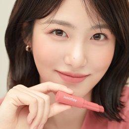 Innisfree Gabungkan Lipstik Dan Lip Tint Dalam Vivid Cotton Stick