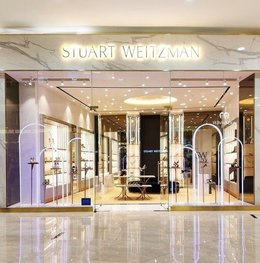 Nuansa Modern Dan Feminin Di Flagship Store Terbaru Stuart Weitzman
