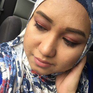Really into burnt orange hues eye shadows past week. Using Lizly What A Lovely Palette today and really liking the smooth shimmer pigments. . . . . . #malaysianblogger #malaysianbeautyblogger #malaysianbeautyyoutuber #beautyblogger #bblogger #socialinfluencer #cosmephilia #clozette