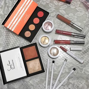 Finally blogged on my colour pop hauls and the swatches! @sochiikamiya also did a look on me with some of them! Link on bio :) It's been so long since I blog and I miss the joy of it. . . . . . #colorpop #shop #hauls #shopaholic #shopping #stash #cosmetics #makeup #lippie #lipgloss #lipstain #gelliner #cheek #palette #sggood #instasg #blogger #beauty #clozette #make #swatches #sgblog #sgbeauty #colourpop