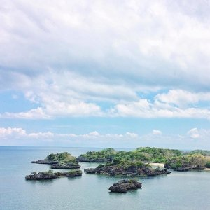 A ravishing view or Taklong Island, National Marine Reserve, Guimaras. 🍃  Help us keep our oceans beauty.  #partofourworld  A trip made possible by @upadcore & @marinewildlifewatchph  Arranged & sponsored by @guimarasxp Travel & Tours For day gorgeous day trips contact: +63 921 659 8143