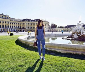 Channeling my first pair of dungarees! 😁  #travel #travels #travelgram #ootd #ootdsg #clozette #europe #holiday #vienna