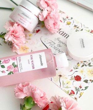 Currently trying out this plant based skincare range. @mamondesingapore @mamondekorea . #mamonde #mamondesg #rosewater #skincare #bblogger #clozette #sgblogger #myblogger #flatlay #pink #rose #skincareroutine #love #flowers