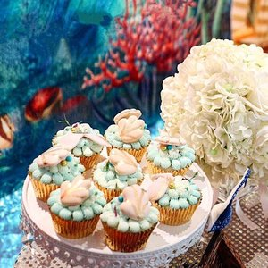 These very gorgeous #mermaidtheme #cupcakes are from @zizou_cake_boutique. Tasty and pretty and communication with them was a breeze . I told her the colours I wanted and some photo samples and this is what she came up with. Totally matches what I wanted! When I collected them I went gushing about how pretty they were. Too pretty to wanna sink my teeth in. Haha! @zizou_cake_boutique have plenty of beautiful handcrafted cakes. Do check them out on their Instagram.  Cupcakes stand from #absolutelyj on Carousell.  #zizoucakeboutique #sp #sharonsbirthdayparty