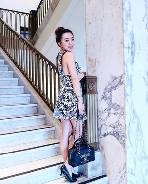 When your outfit matches that marble pillar. 💣 #cmeocollective #cameothelabel #chanel #hermes